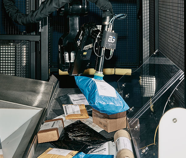 Identify and sort packages from cluttered belts or heterogeneous mixed-SKU totes into bags with fully automated systems.